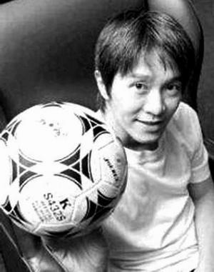 周星驰/周星驰的《少林足球》风靡亚洲后又开始在欧美点火。